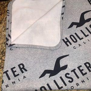 Hollister cali grey black throw blanket home decor